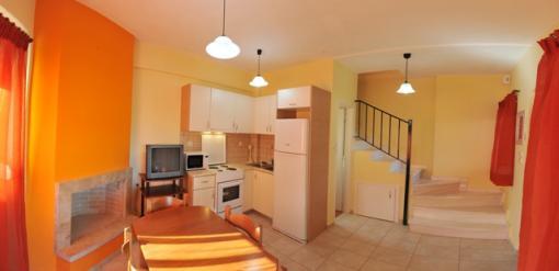 Lefkada appartamento su due livelli due camere con veranda for Appartamenti con due camere matrimoniali