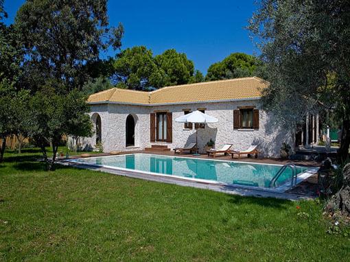 Lefkada villa due camere con veranda giardino piscina e - Piscina in camera da letto ...
