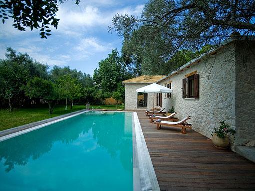 Lefkada villa due camere con veranda giardino piscina e - Ville con piscina ...