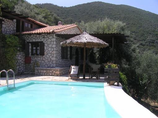 lefkada Villa due camere con giardino piscina e vasca idromassaggio ...