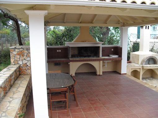 Lefkada appartamento due camere piano terra con giardino for Piscina olimpia prezzi