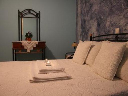 Lefkada ville in collina su due livelli due camere con for Piani di due camere da letto