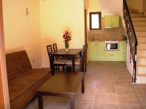 Lefkada villa indipendente una camera con balcone giardino piscina e parcheggio 73 ville in - Camera da letto verde mela ...